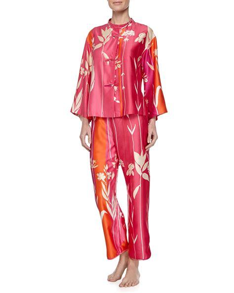 H M Kimono Hnm Satin Hm Secret Lasenza Triumph Cardin natori izabella mandarin floral print pajama set in pink