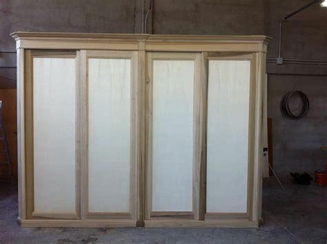 costruire un armadio in legno armadio su misura attrezzato con cassettiere appese ripiani