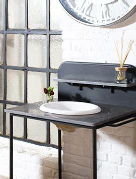 salle de bain en bois exotique