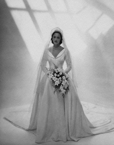Wedding gown by Ceil Chapman, 1948   VINTAGE GOWNS in 2019   Antique wedding dresses, Wedding