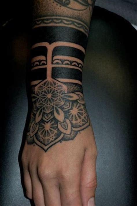 #tattoofriday ? 30 tatuagens de braceletes