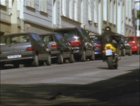 Die Motorrad Cops Hart Am Limit by Imcdb Org 1991 Renault Clio 1 X57 In Quot Die Motorrad Cops