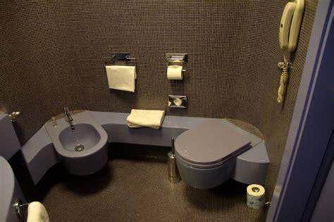 bagni particolari particolari dei bagni dell 180 hotel in corian