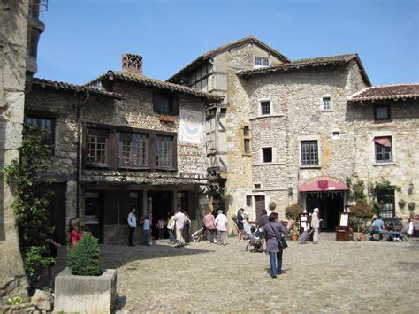 Italy Houses file perouge 011 jpg wikimedia commons