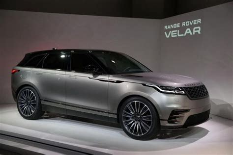 range rover launches their new model an intl journalist