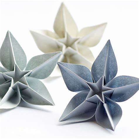 Folded Paper Flowers Tutorial - origami meandyoulookbook