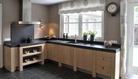 houten keuken met zwart blad landelijk moderne blank houten keuken met zwart blad