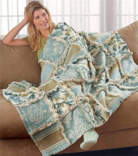 fabric crafts fleece fleece ragged quilt home decorating ideas rag quilt