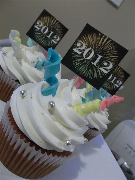 Cupcake New Year Isi 4 9 best images about new years recipes on new year s cupcakes clock and cheesecake