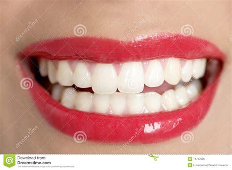 Hera Sourire De Bonheur Lipstick sourire parfait de dents de beau femme photo stock image