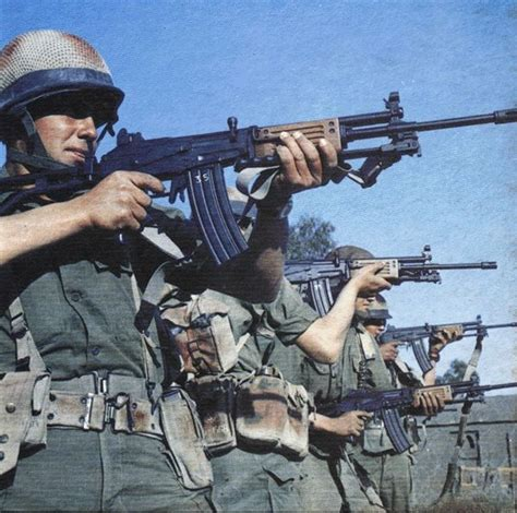 the israeli assault rifle machine gun galil arm rifle galil galil ar iwi deactivated assault rifle israel circa 1970