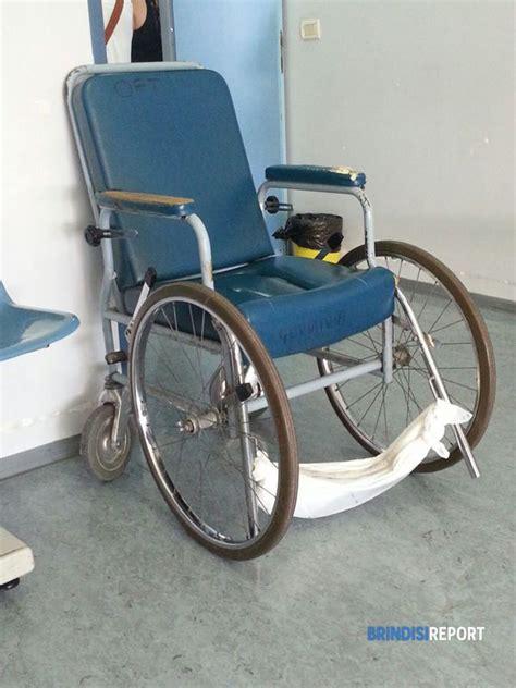 la sedia a rotelle l ospedale perrino e la sedia a rotelle con poggia piedi
