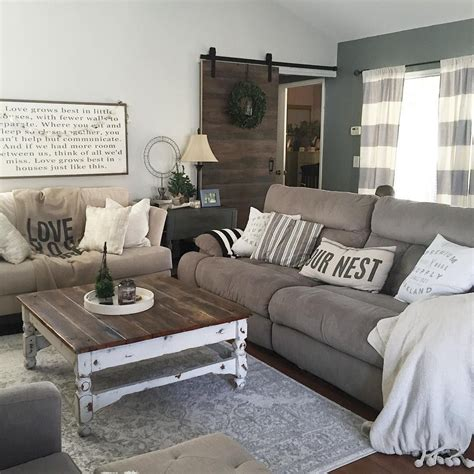 country livingroom ideas this country chic living room is everything