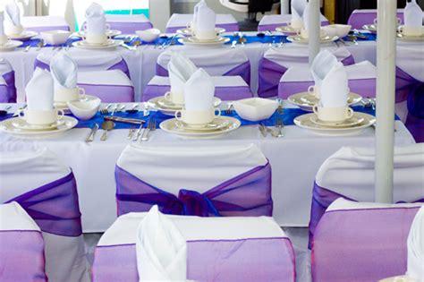 wedding reception table decorations purple bodas en morado de azulychocolate