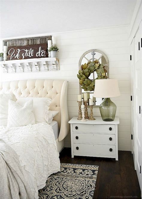 60 Rustic Farmhouse Style Master Bedroom Ideas 39