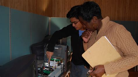 Mba Program Running A Lab by Rebuilding Computers Rebuilding Lives Clemson