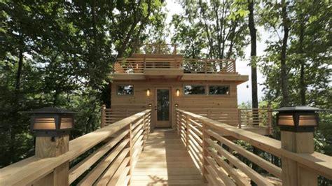 frank lloyd wright tree house triple decker treehouse with a nod to frank lloyd wright