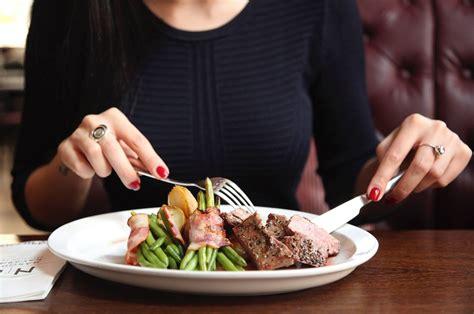 tips makan enak  restoran meskipun  diet