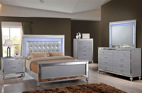 Silver Bedroom Set by Valentino Silver Panel Bedroom Set From New Classic