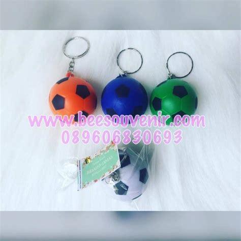 Souvenir Pernikahan Gantungan Kunci Biola Bola souvenir pernikahan gantungan kunci bola