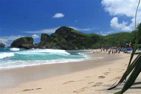 pantai cantik  gunung kidul yogyakarta yuk piknik