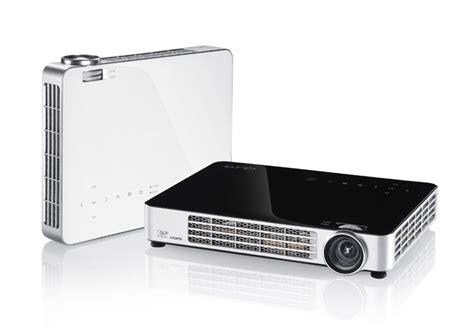 Proyektor Qumi projector vivitek portable qumi q7