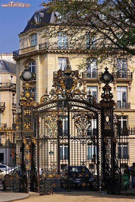 cancelli d ingresso uno dei cancelli d ingresso parco monceau foto