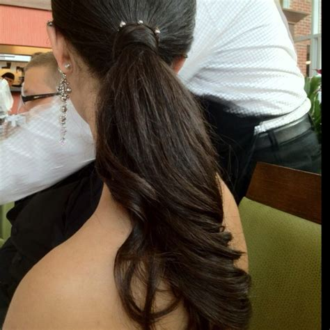 barrel curl ponytaol prom 2012 low ponytail with large barrel curls higher