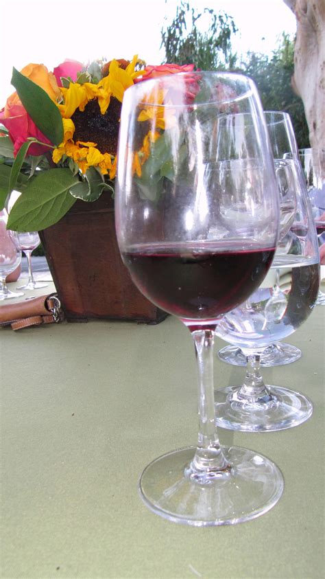 picture wine glass red wine table