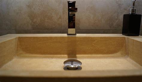 badezimmer travertin fliesen in stein und holzoptik im