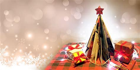 membuat pohon natal sendiri dari barang bekas yuk buat pohon natal dari majalah bekas blog ruparupa