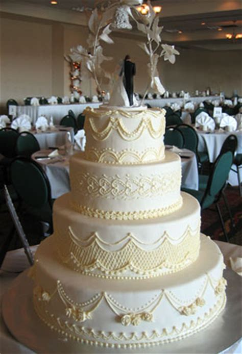 Traditional Wedding Cake Designs by Cakes On Buttercream Wedding Cake Traditional
