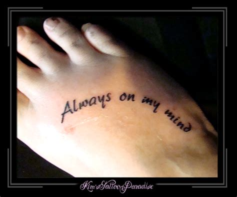 tekst op voet kim s tattoo paradise