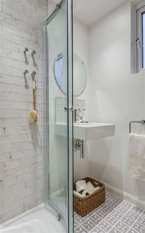 decoração de banheiro pequeno todo branco banheiro branco great banheiro branco modelos de