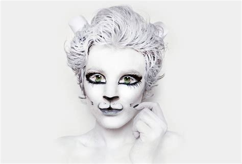 white facing white cat painting nk