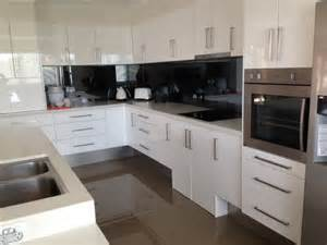 Accessible kitchens wheelchair users moreover kitchens for handicapped