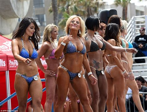women over forty contest 2015 memorial day muscle beach competition in venice sees men