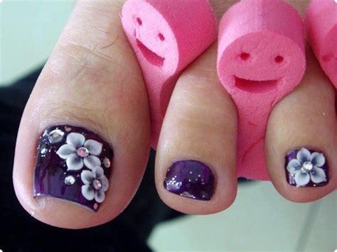 flower design on toenails pretty pedicure purple polish white flower design with