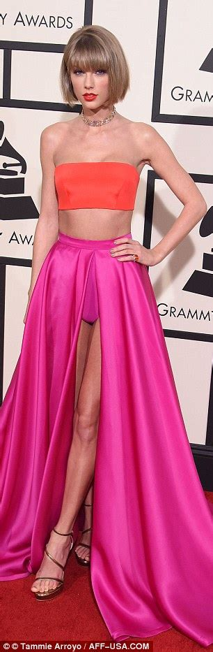 taylor swift 2016 grammys pink dress taylor swift and kimberly schlapman wear nearly identical