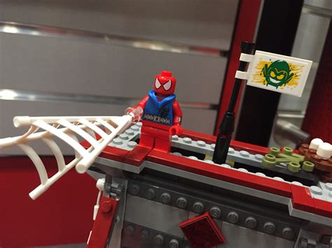 Lego Scarlet Spider Brick Minifigure fair 2016 lego marvel spider bridge battle set