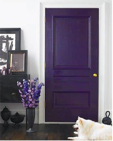 Plum And Gray Bathroom - osez la couleur pour peindre vos portes c est top d 233 co