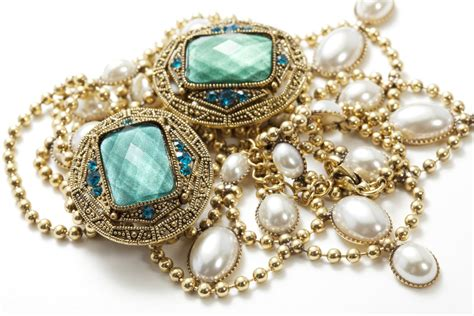 10 Pretty Pieces Of Jewelry by 8 Pretty Pieces Of Vintage Jewelry You Need Like Now