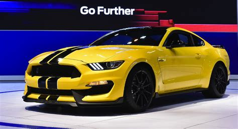 how much horsepower does a 2015 mustang how much power does a mustang 2015 gt 350 r