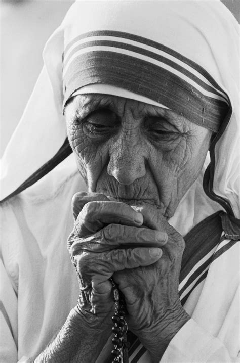 true biography of mother teresa mother theresa awarded the noble peace prize 1970s her