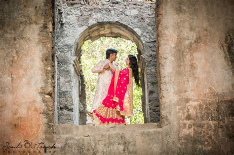 7 Different Poses to make your Pre Wedding Photo Shoot Special