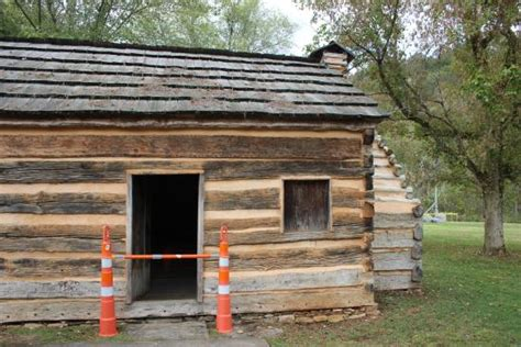 abraham lincoln kentucky home inside the replica cabin picture of abraham lincoln