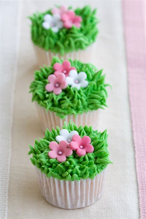 easy cupcake decorating ideas for bridal shower wedding shower cupcakes