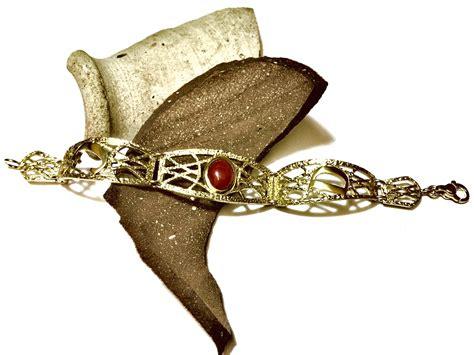 bracciale lettere bracciale corallo lettere scolpitura aures monza e brianza