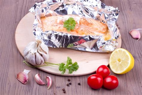 cocinar en papillote recetas receta de salm 243 n al horno papillote unareceta