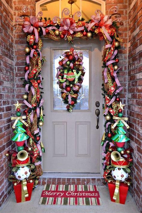 amazing christmas interiors 27 front door decorating ideas feed inspiration